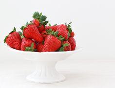 Cheesecake-Recipee: on our blog Mini Cheesecake Bites, Food Inspiration, Strawberry, Fruit, Blog, Rezepte, Strawberries, Strawberry Plant