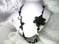Collier sautoir Perles en cristal et perles en verre Maria monté sur ruban en satin