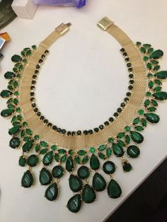 Emerald and gold bib necklace, fabulous design!