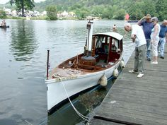Picnic boat?: Luxurious boating
