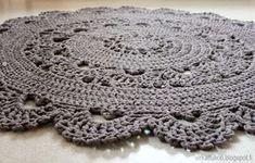 virkattu pitsimatto Doily Rug, Doilies, Crochet Home, Knit Crochet, Folk Art, Free Pattern, Crochet Earrings, Elsa, Quilts
