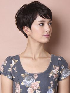 Wanna see the best images of pixie cut styles? We have collected Best Pixie Cut Styles that would look great on you! Pixie styles always seem to be. Short Pixie Haircuts, Cute Hairstyles For Short Hair, Hairstyles Haircuts, Curly Hair Styles, Haircut Short, Teenage Hairstyles, Formal Hairstyles, Cropped Hairstyles, Asian Haircut