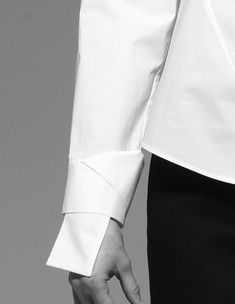 Image Fashion, Fashion Now, Fashion Details, Fashion Dresses, Womens Fashion, Fashion Design, Sleeves Designs For Dresses, Sleeve Designs, Shirt Designs