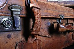 Vintage luggage is so well constructed. Old Trunks, Vintage Trunks, Vintage Suitcases, Vintage Luggage, Orphan Train, Crow's Nest, Pack Your Bags, Fantastic Beasts And Where, Nostalgia
