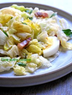 Salade de chou chinois aux lardons, sauce moutarde Detox Recipes, Salad Recipes, Winter Food, Healthy Cooking, Bon Appetit, Potato Salad, Macaroni And Cheese, Salads, Paleo