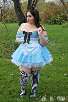 DIY Plus Size Alice in Wonderland Halloween Costume Idea