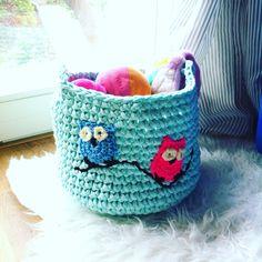 Crochet basket with owl from tshirt yarn