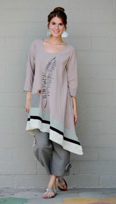 LEE-ANDERSEN-USA-Cotton-Gauze-FERN-TUNIC-Art-to-Wear-Long-Top-S-M-L-XL-TAN- Get inspired and find your own unique style for woman of all ages. Casual interesting and cool fashion. Real clothes for real women, streetwear. Over 50 Womens Fashion, Fashion Over 50, Look Fashion, Fashion Design, Fashion Women, Diy Clothes, Clothes For Women, Quoi Porter, Bohemian Mode