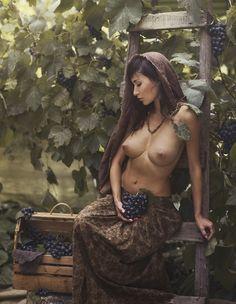 35PHOTO - Давид Д - Там смуглянка, молдаванка, собирает виноград ..