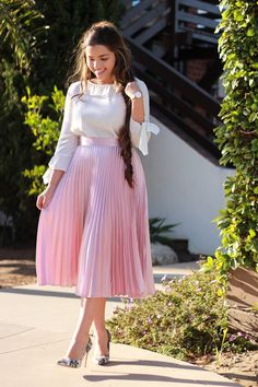 This weeks new arrivals are here. Our Miriam pleated skirt in Mauve paired with our Tracy top make a gorgeous outfit (S-L).