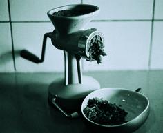 1970 - un mini appareil pour hacher la viande, en plastique turquoise, collection privée © Solo-Mâtine Turquoise, Mini, Collection, Brickwork, Meat, Plastic, Furniture, Light Fixture, Teal