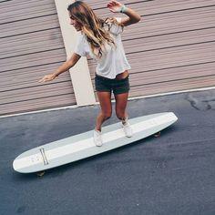 Ver esta foto do Instagram de @_longboardstyle • 649 curtidas Longboard Shop, Longboard Design, Ripstick Skateboard, Custom Longboards, Surfboard Painting, Long Skate, Skate Style, Surf Style, Surfer Hair