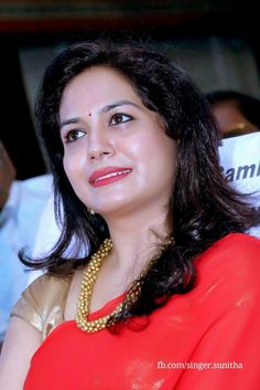 Singer sunitha Red hot Beautiful Saree, Beautiful Gorgeous, Most Beautiful Women, Black Saree Plain, Cute Beauty, Indian Beauty Saree, India Beauty, Woman Face, Beautiful Actresses