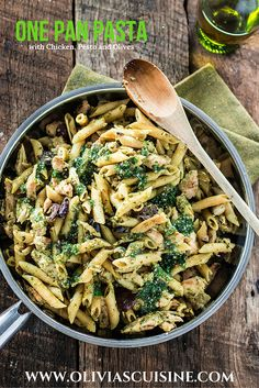 One Pan Pasta with Chicken, Pesto and Olives. No boil, no drain and easy clean up! Dinner on the table in 15 minutes! One Pan Pasta, Pot Pasta, How To Cook Pasta, Pasta Dishes, Rice Dishes, Pesto Pasta Recipes, Meat Recipes, Chicken Recipes, Cooking Recipes