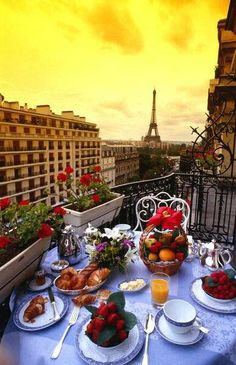 this looks like an ideal breakfast! In Paris xx