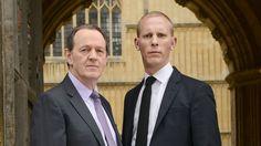 Parivaljakko Robert Lewis (Kevin Whately, vas.) ja James Hathaway (Laurence Fox) ratkovat rikoksia Oxfordissa.
