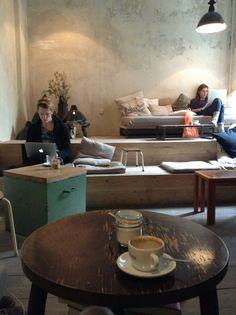Cozy coffee shop design ideas 14 - Savvy Ways About Things Can Teach Us Coffee Shop Interior Design, Coffee Shop Design, Cafe Design, Cozy Cafe Interior, Scandinavian Interior, Cafe Bar, Cafe Shop, Deco Restaurant, Restaurant Design