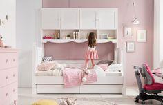 COMF-PRO' Princess Bed  수납을 극대화 하여 제작된 로맨틱한 침대. 나무결을 그대로 살린 화이트 워시로 제작되었다.