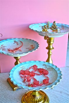 Cupcake pedestals-jewelry pedestal-Cupcakes-jewelry-cottage chic. $14.99, via Etsy.