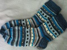 lasten villasukat Knit Socks, Knitting Socks, Mittens, Fashion, Stockings, Child, Fingerless Mitts, Moda, La Mode