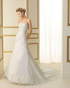 122 TARIFA / Wedding Dresses / 2013 Collection / Luna Novias