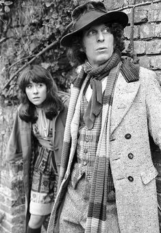 Doctor Who - The Fourth Doctor (Tom Baker) and his companion Sarah Jane Smith (Elizabeth Sladen). Sarah Jane Smith, Dr Sarah, 4th Doctor, Good Doctor, Original Doctor Who, Jon Pertwee, Doctor Who Companions, Classic Doctor Who, Female Doctor