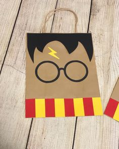 Harry Potter Honeydukes labels printables for party favors - Fashionhome Harry Potter Diy, Harry Potter Treats, Harry Potter Fiesta, Harry Potter Cards, Cumpleaños Harry Potter, Harry Potter Baby Shower, Images Harry Potter, Harry Potter Halloween, Harry Potter Presents