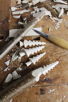 Whittled Christmas Trees: You will need:Whittling knifeSawPaint for decoration (optional)Branch, diameter cm - in) or dry lime wood (basswood) 1 x 3 cm x in) Whittling Patterns, Whittling Projects, Whittling Wood, Whittling For Kids, Whittling Knife, Wood Carving Designs, Wood Carving Tools, Wood Carving Patterns, Christmas Trees