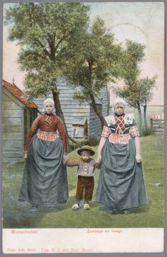 Twee vrouwen en een jongen in Bunschoter streekdracht. De linker vrouw draagt de zondagse dracht, met jak. De rechter vrouw de doordeweekse opknapdracht, zonder jak. 1903-1905 #Utrecht #Spakenburg