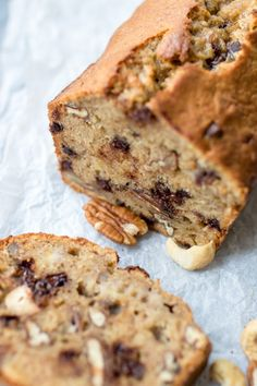 Banana bread with nuts and chocolate – not so healthy but fine! Chocolate Chip Banana Bread, Chocolate Chip Cookies, Food Blogs, Drink Tumblr, Desert Recipes, Gourmet Recipes, Mousse, Parmesan Roasted Potatoes, Lemon Brownies