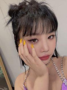 Kpop Girl Groups, Kpop Girls, Pretty People, Beautiful People, Idol, Soo Jin, Soyeon, Aesthetic Makeup, Girl Crushes