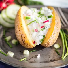 Hot baked potato with fresh radish cucumber dip - Beilagen - Side dishes - Patatas Healthy Potato Recipes, Radish Recipes, Salmon Recipes, Vegan Recipes, Cucumber Dip, Benefits Of Potatoes, Fresco, Vegan Baking, Different Recipes