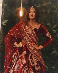 Indian Bridal Photos, Indian Bridal Outfits, Indian Designer Outfits, Indian Dresses, Indian Bridal Lehenga, Pakistani Bridal Wear, Desi Wedding Dresses, Bridal Dresses, Lehenga Designs Simple