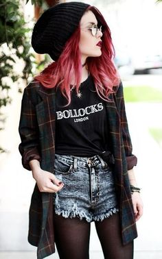 How to Do the Street Style Punk Look punk street style fashion Grunge Look, Mode Grunge, Black Grunge, Soft Grunge Style, Black Outfit Grunge, 1990s Grunge, Estilo Grunge, Estilo Hipster, Edgy Outfits