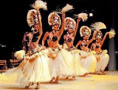 french polynesia ethnic costume - Sök på Google Polynesian Dance, Polynesian Culture, Islas Cook, Tahitian Costumes, Tahitian Dance, Hawaiian Dancers, Hula Dancers, Inspire Dance, Hula Girl