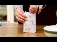 How to make gift bags from envelopes - Save money and have fun making your very own attractive, chic and unique Christmas decorations. There are lots of attractive recycled papers and materials Tiny Gifts, Little Gifts, Cute Gifts, How To Make A Gift Bag, Diy Holiday Gifts, Christmas Presents, Craft Packaging, Unique Christmas Decorations, Diy Envelope