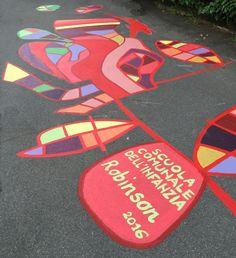 tatuaggio urbano 'il viaggio del ramo curioso' realizzato dal progetto dei bambini della scuola dell'infanzia Robinson di reggio emilia nella strada davanti alla scuola