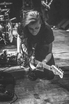 gahhhh Lynn from PVRIS and also from Massachusetts