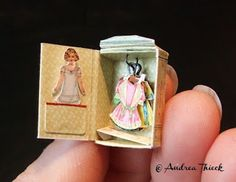 Andrea Thieck Miniatures: Paper Doll Wardrobe (this is smaller than a matchbox… Matchbox Crafts, Matchbox Art, Paper Art, Paper Crafts, Doll Wardrobe, Doll Closet, Ideias Diy, Vintage Paper Dolls, Little Boxes