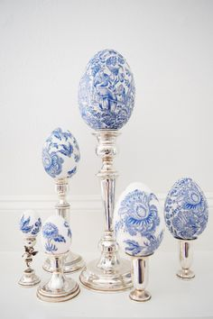 DIY Chinoiserie Easter Eggs On Candle Holders ming china decor silverplate Blue And White China, Love Blue, Blue China, Chinoiserie Chic, Egg Art, Egg Decorating, White Decor, Easter Crafts, Easter Decor