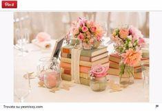 Mise en place di matrimonio: centrotavola tema libri
