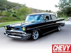 Resultados de la Búsqueda de imágenes de Google de http://image.chevyhiperformance.com/f/26258098/0911chp_29_z%2Bclassic_chevy_muscle_car_readers_rides%2B1957_chevy_bel_air_sedan.jpg