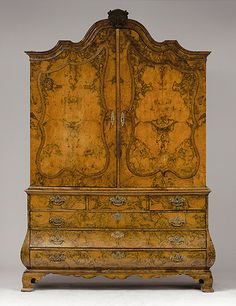 Dutch top cupboard - 18th century. |  	 AUKTIONSHAUS MICHAEL ZELLER