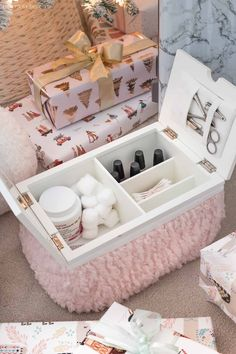 Love this mani-pedi lapdesk! Perfect gift for a teen girl! Love this mani-pedi lapdesk! Perfect gift for a teen girl! Cohesive DIY Home Decor Ideas Teenage Girl Gifts Christmas, Christmas Gift List, Teen Girl Gifts, Christmas Wishes, Holiday Gifts, Christmas Diy, Christmas Ornament, Bean Bag Inside, Driven By Decor