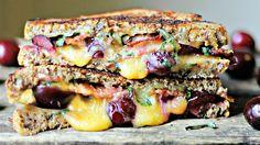 tosti's met cheddar, kersen en crispy bacon