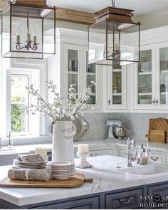 25 Classic Farmhouse Light Fixtures - White Kitchen with dark center island-glass kitchen cabinets-lantern pendant lights-wood beams in kitchen Kitchen Decorating, Home Decor Kitchen, Diy Kitchen, Awesome Kitchen, Pottery Barn Kitchen, Kitchen Wood, Kitchen White, Kitchen Interior, Kitchen Lamps