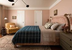 Blush pink bedroom in designer Heidi Caillier's Washington home - The Nordroom Relaxing Bedroom Colors, Best Bedroom Paint Colors, Bedroom Color Schemes, Soothing Colors, Cozy Bedroom, Colour Schemes, Paint Colours, Color Trends, Color Paints