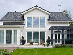 Suomen kauneimpia koteja Toiminta-ajatuksemme on: Me olemme rakentaneet ja rakennamme taloja, mutta ensisijaisesti kuitenkin Me teemme Koteja. Olemme koonneet tänne... Outdoor Garden Furniture, Outdoor Decor, Terrace Garden, Modern Country, Historic Homes, New Room, Long Island, My Dream Home, Home Interior Design