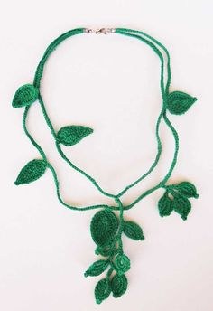 Crochet Necklace, Beaded Necklace, Decoration Originale, Love Crochet, Diy And Crafts, Jewelry, Activities, Crochet Leaves, Diy Kid Jewelry