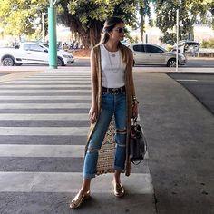 Hey SP, tô chegando! ❤✈️   #airportstyle sem perder o clima de verão e férias né?! E o que o maxi colete de tricô da @galeriatricot faz TODA a diferença no look?! Tô apaixonada! E vocês?! #thassiastyle #ootd #btviaja